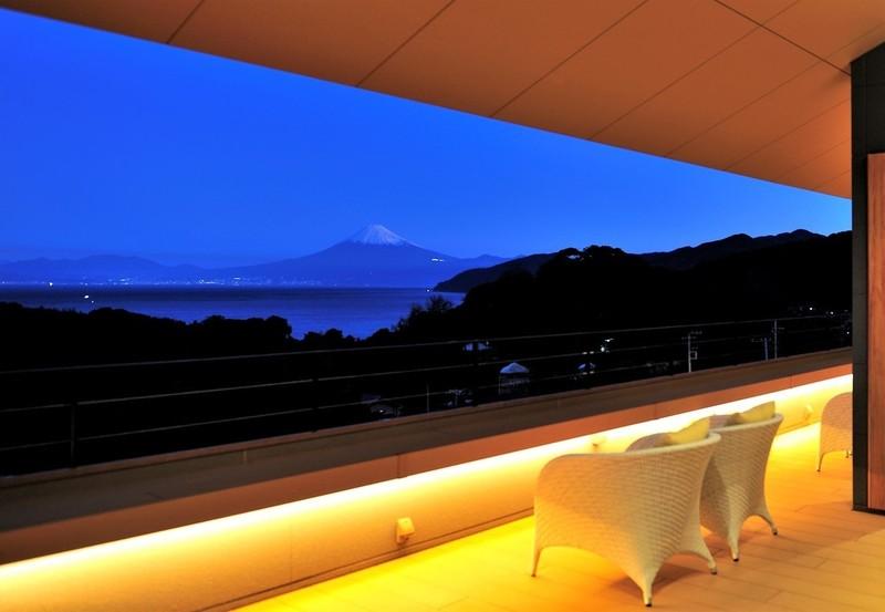 夜明け前の富士山 ~ふたり とわに 縁 より~